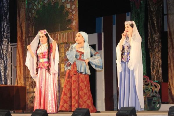 """""""Arşın mal alan"""" musiqili komediyası Daşkənd teatrında"""