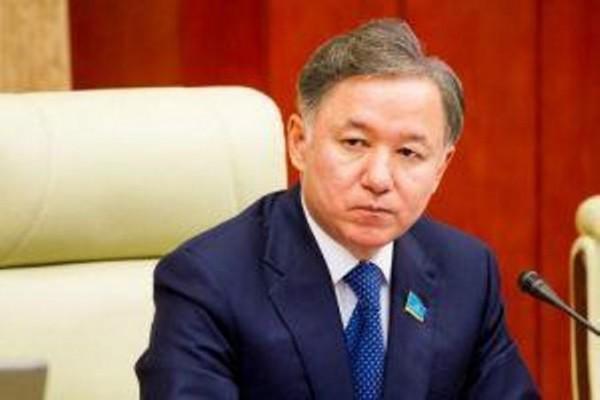 Qazaxıstan parlamentinin spikeri Azərbaycana gəldi