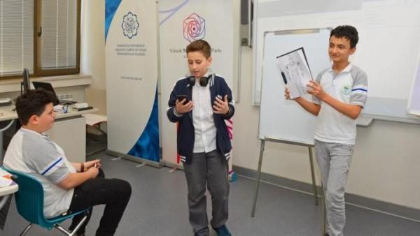 3 saniyədə enerji yığan smartfon - Azərbaycanlı məktəblidən layihə