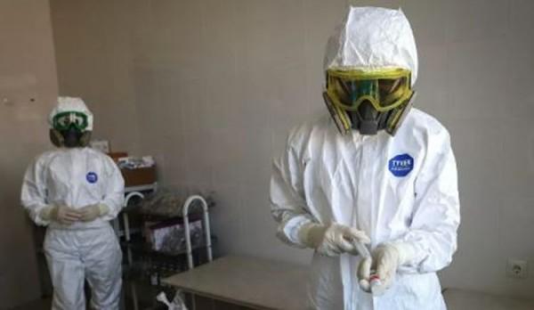 Rusiyalı mütəxəssis: Qapaqlı maska taxanlar da  başqalarını yoluxdurur