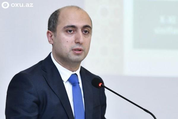 """Nazir: """"20 suallıq tapşırıqlara 20 dəqiqə vaxtın verilməsi doğru deyil"""""""