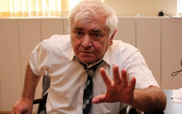"""Aqil Abbas Çingiz Abdullayevi dəstəklədi:  """"Niyə """"Şəhid anaları"""" medalı təsis edilmir?"""""""