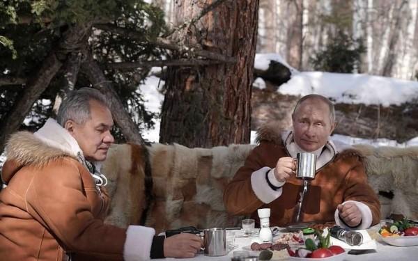 Putin Sibirdə belə istirahət edir