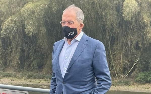 Lavrovun maskasındakı yazı diqqət çəkdi