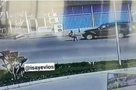 Azərbaycanda qadın özünü maşının önünə atır: DİN araşdırmaya başladı - VİDEO