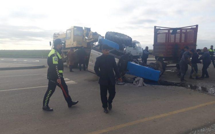 Biləsuvarda traktorla yük avtomobili toqquşub -  FOTO