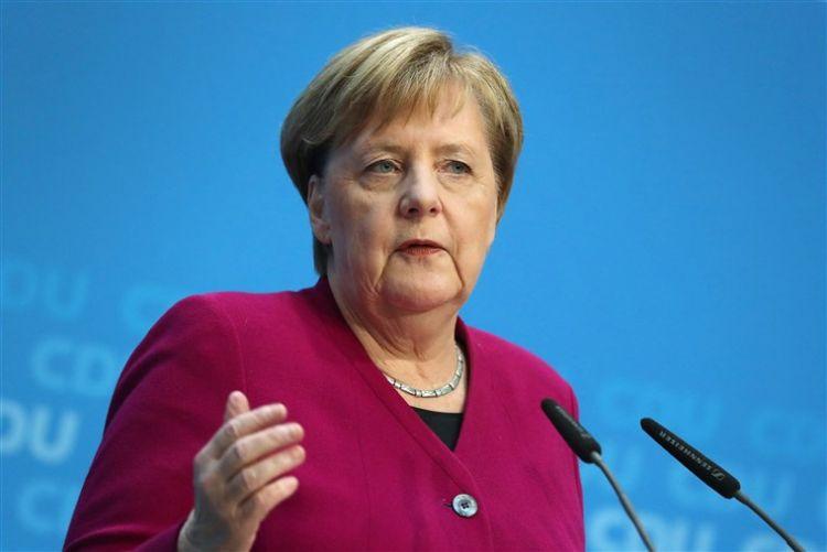 Angela Merkel vətəndaşlardan üzr istədi