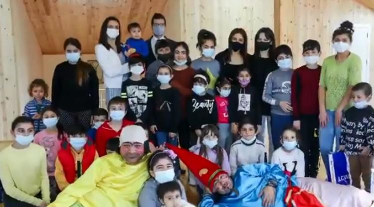 İsrail səfiri qadın və uşaqlar üçün sığınacağa baş çəkib -  VİDEO