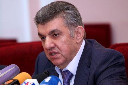 Rusiya ermənilərinin lideri Paşinyana meydan oxudu