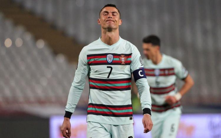 Ronaldo özündən çıxıb, kapitan sarğısını yerə çırpdı -  VİDEO