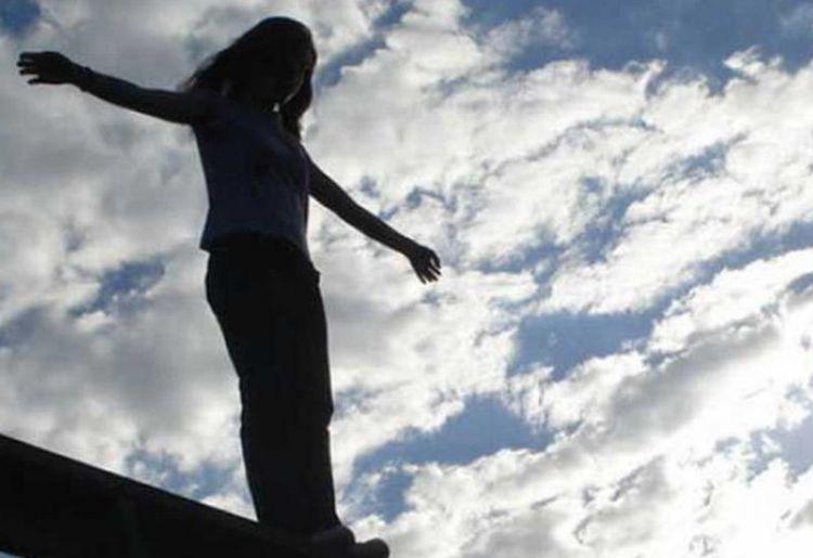 Bu gün intihar edən 18 yaşlı Könül 618 bal yığıbmış - FOTOSU