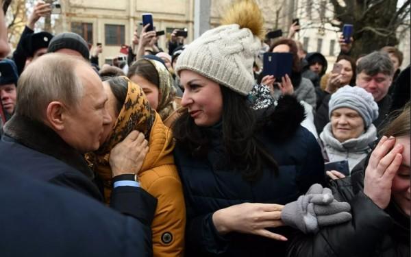 Putinə evlənməyi təklif edən qadın prezidentin buna reaksiyasından danışdı