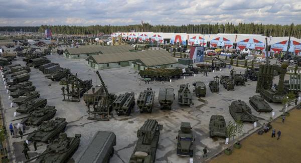 Rusiya sərhədə 200 min hərbçi yerləşdirib - Turçinov