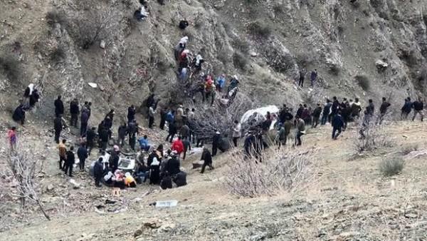Türkiyədə dəhşətli qəza: Şagirdləri daşıyan avtobus 300 metrlik dərəyə yuvarlandı