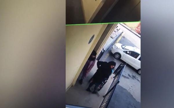 Bakıda uşaq arabasını oğurlayan qadın kameraya düşüdü