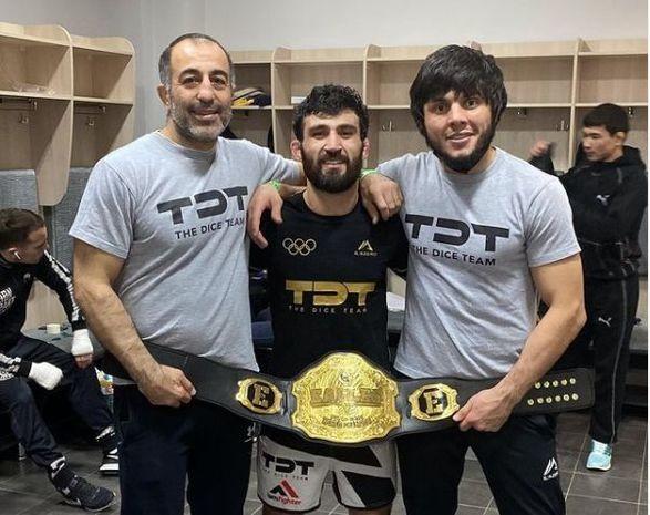 Azərbaycanlı MMA döyüşçüsü kəmər qazandı - FOTO