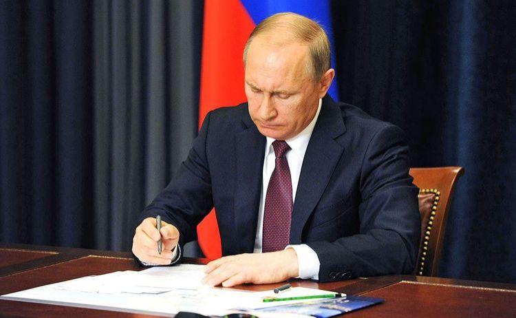 Putin özüylə bağlı bu qanunu imzaladı
