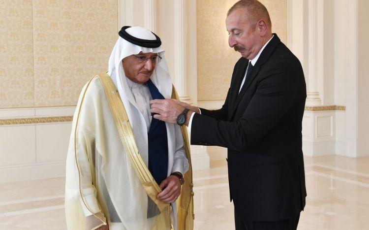 Prezident İƏT-in Baş katibini ordenlə təltif etdi