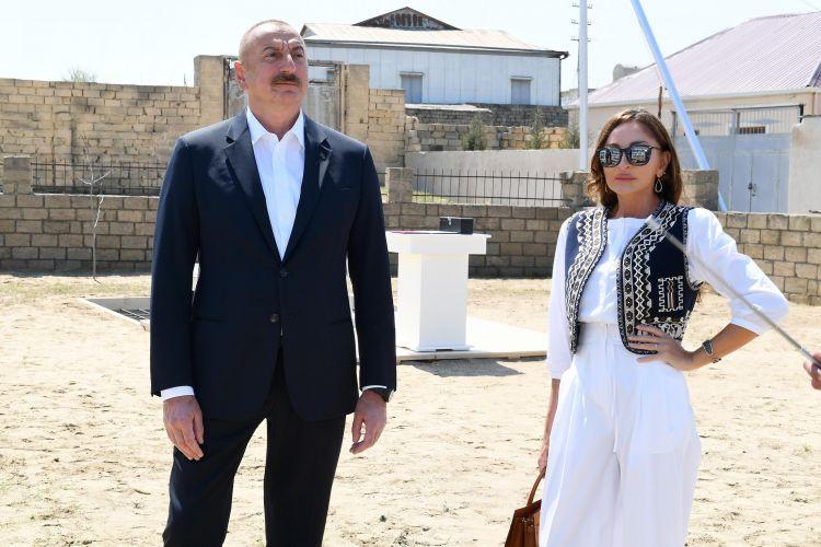 Prezident və xanımı Pirşağıda təməlqoyma mərasimində -  YENİLƏNİB - VİDEO