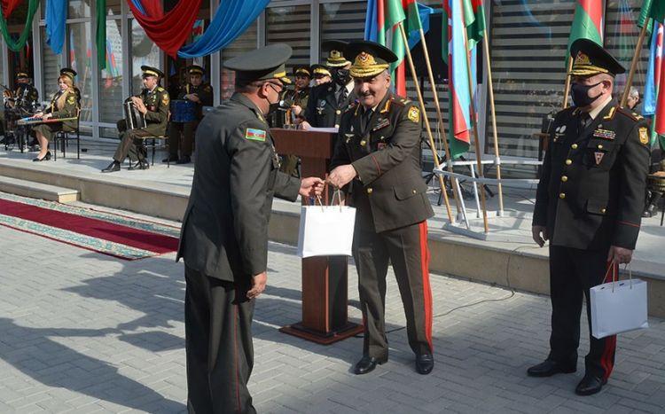 Zakir Həsənov hərbi liseyin bir qrup əməkdaşını mükafatlandırıb
