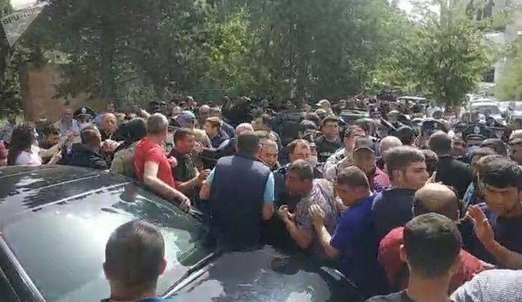 Paşinyanın Syünik vilayətinə səfəri etirazla qarşılanıb