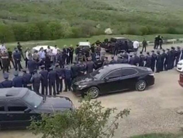 Paşinyan Şurnuxda yumurta atəşinə tutuldu -  VİDEO