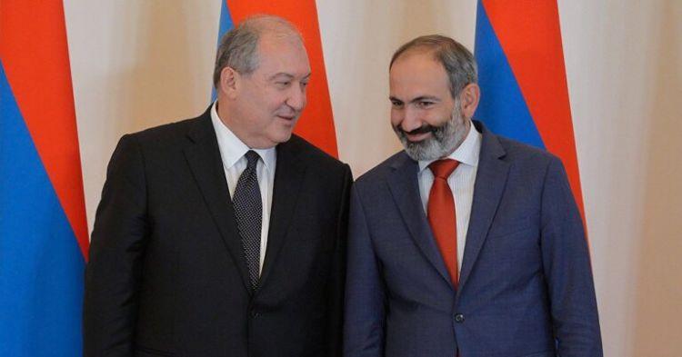 Sərkisyan Paşinyanın istefasını qəbul etdi