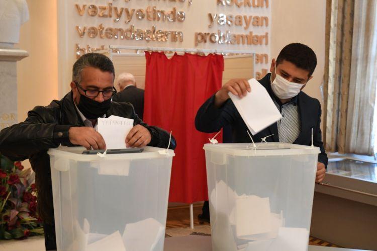 Dövlət Komitəsi yanında İctimai Şuraya seçkilər keçirilib -  FOTO