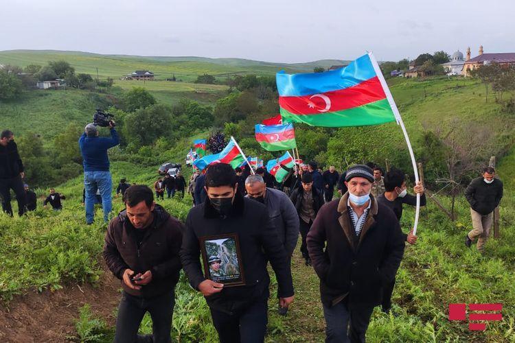 Vətən müharibəsində şəhid olmuş hərbçi dəfn olunub - FOTO