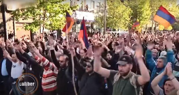"""""""Caliber"""": Ermənistan dövlətçiliyinin sistemli böhranı –  VİDEO"""