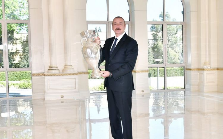 AVRO-2020-nin kuboku Prezident İlham Əliyevə təqdim olundu -  FOTO