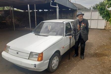 """95 yaşlı müharibə veteranı: """"Avtomobilimi rahat şəkildə idarə edirəm"""" -  VİDEO"""