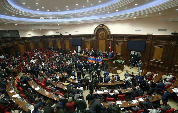 Ermənistan parlamenti ikinci dəfə Paşinyanın namizədliyini rədd etdi
