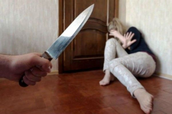 Masallıda ər keçmiş arvadını bıçaqladı