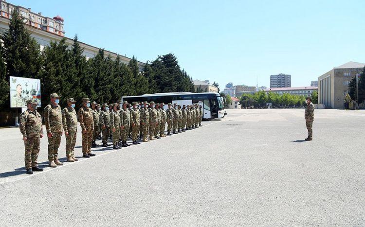 Azərbaycan Ordusunun şəxsi heyəti təlim bölgəsinə yola düşüb