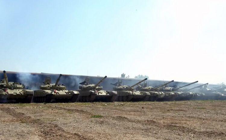 Azərbaycan Ordusunun tank bölmələri tapşırıqları yerinə yetirir -  VİDEO