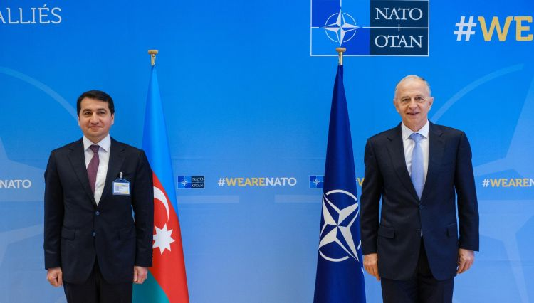 Hikmət Hacıyev NATO rəsmisilə görüşdü -  FOTO