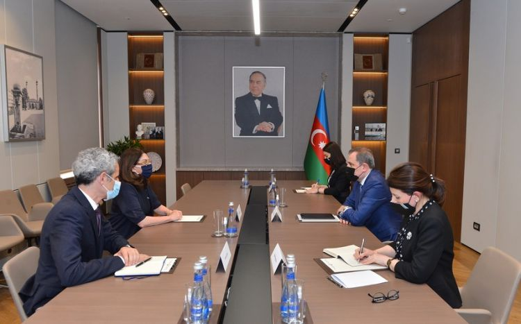 Ceyhun Bayramov Fransa Senatının üzvü Natali Qule ilə görüşüb