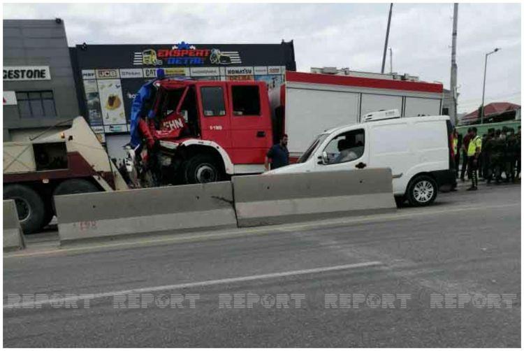 FHN-in  yanğınsöndürən avtomobili qəzaya düşdü, yaralananlar var - VİDEO