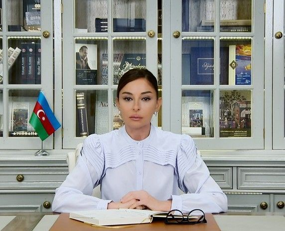 Mehriban Əliyevadan Respublika Günü ilə bağlı paylaşım -  FOTO