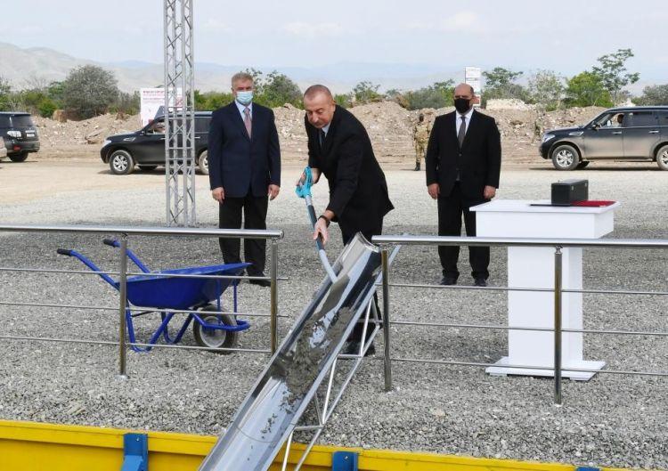 Prezident Ağdamda inşa olunacaq  ilk yaşayış binasının təməlini qoydu - Yenilənib