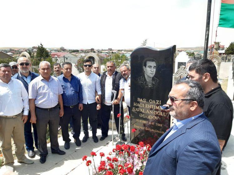 Baş qazinin məzarı ziyarət edildi -  gənc qaziyə üzvlük vəsiqə verildi - FOTO