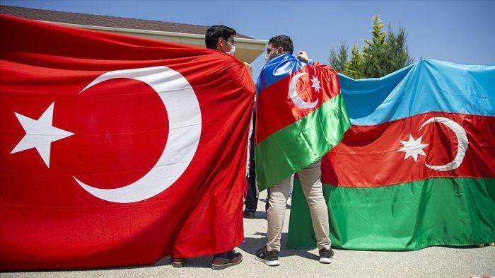 """""""Bayrağının endirilməyəcəyini göstərən qardaşlarımızı..."""" -  Türkiyə XİN"""
