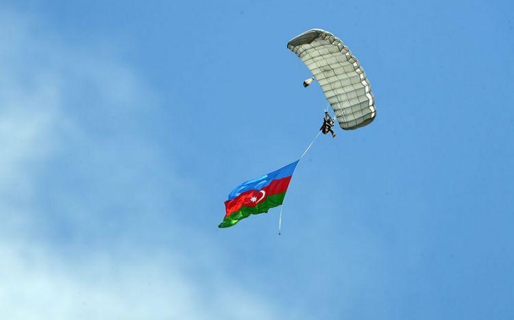 Azərbaycan bayrağı Türkiyə səmasında dalğalandırıldı -  FOTO