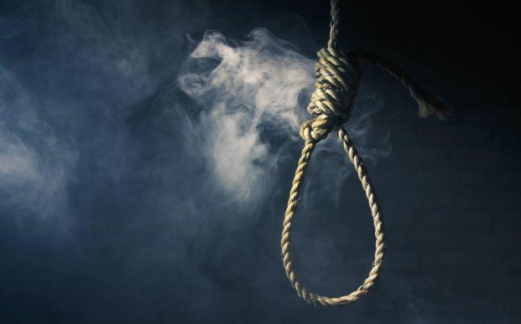 18 yaşlı qız xalasının evində intihar edib