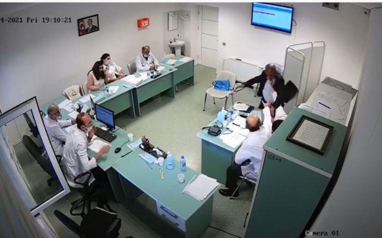 """Saxta əlilliyi ifşa olunan """"müharibə əlili"""" həkimi döydü -  VİDEO"""