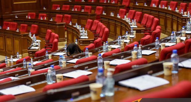 Erməni millət vəkillərindən növbəti rüsvayçılıq:  Parlament boş qaldı