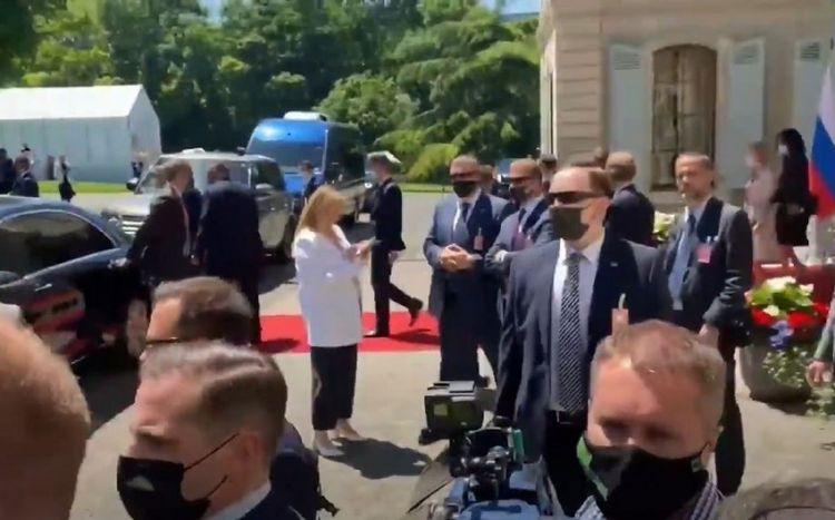 Jurnalistlər Putin və Baydenin görüş zalına daxil ola bilməyib -  VİDEO