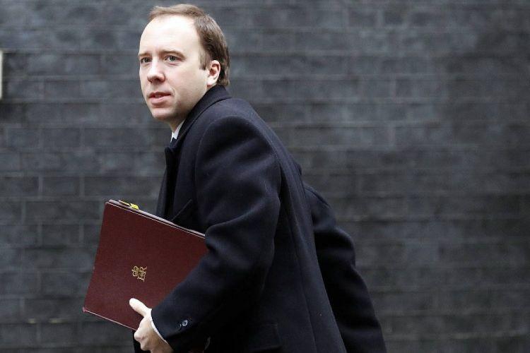 Britaniyalı nazir xalqdan üzr istəyib istefa verdi