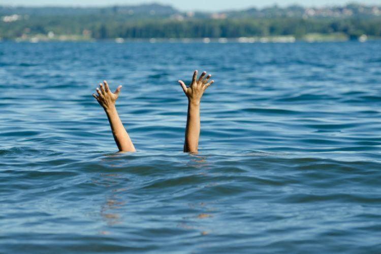 Şüvəlanda bir nəfər dənizdə batıb